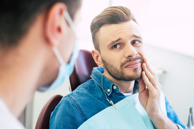 Patient visiting dentist about oral pain from cracked teeth